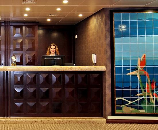 Receptionist cruise ship cv