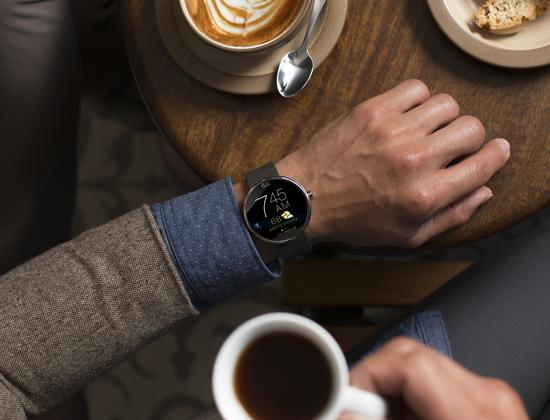 Moto 360 lifestyle template 1 recovered cv