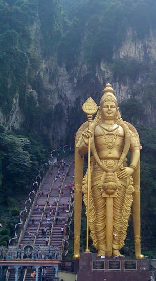 Entrance to batu  caves  malaysia thumb