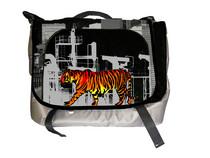 Messengerbagfront tigernegative cv