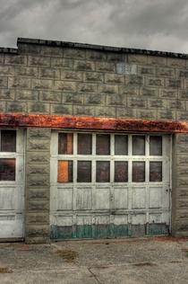 Hdr garage door cv