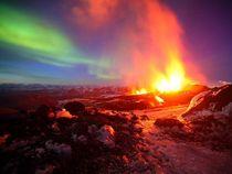 Volcano13 iceland lava aurora 22340 600x450 cv