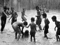 Children play rain india 18731 990x742 cv