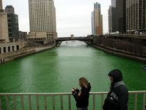 800px chicago river st patricks day 08 cv